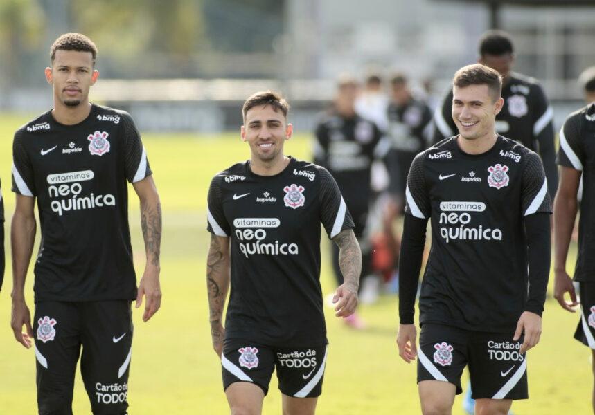 Ainda sem Sylvinho, Corinthians inicia preparação para jogo da Sul-Americana