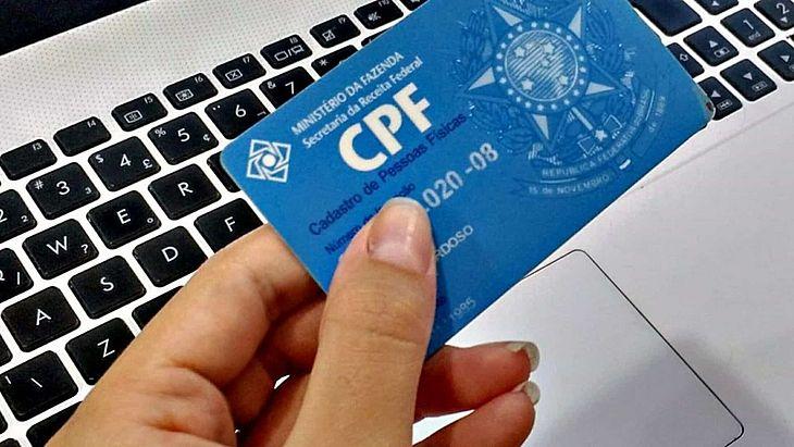 CPFs de pessoas mortas foram utilizados por fura filas da vacinação contra covid-19, aponta comissão