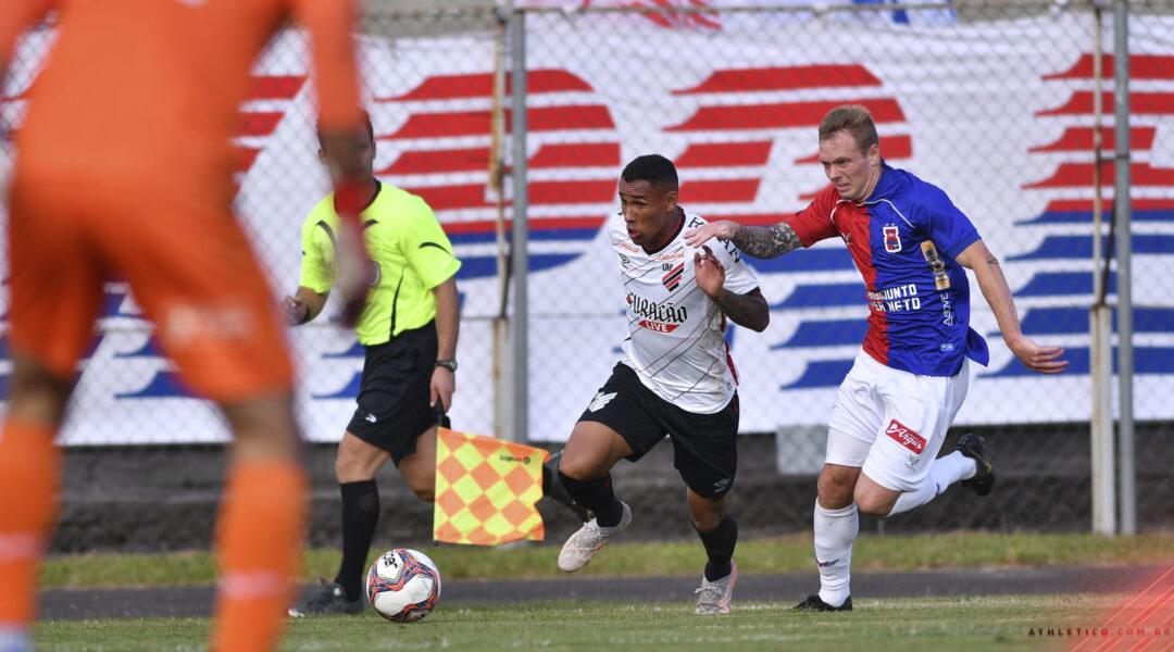 Novo decreto impede a realização de jogos de futebol em Curitiba nos finais de semana