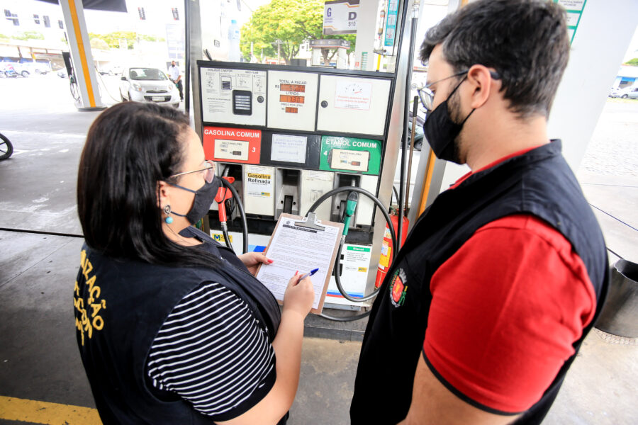 Procon identifica reajuste abusivo no preço de combustíveis em Maringá