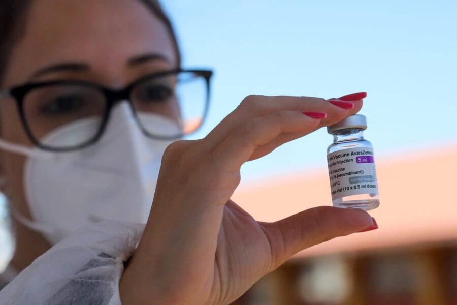 Contemplando profissionais da educação, Paraná vai distribuir 742,9 mil doses a partir de hoje