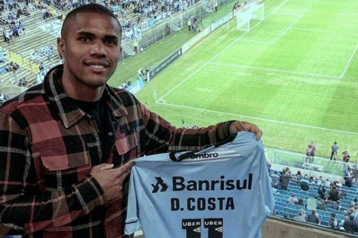 Empresário de Douglas Costa garante acerto do atacante com o Grêmio