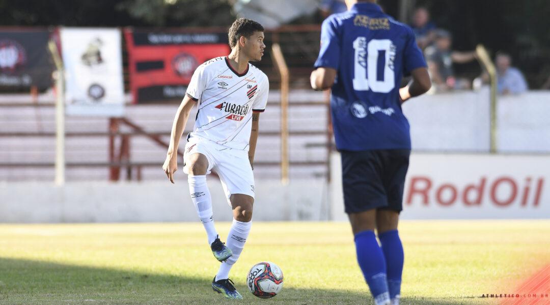 Com gol polêmico, Athletico perde para Azuriz por 1 a 0