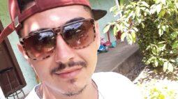 Torneiro mecânico é morto dentro do carro, em frente de casa, em Almirante Tamandaré