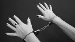Pesquisa aponta que gestantes e mães encarceradas enfrentam dificuldades em acessar direitos e recebem punições mais severas por seus crimes