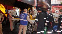 Homem é esfaqueado e fica gravemente ferido após briga de trânsito