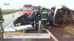 Motorista perde o controle do veículo e capota