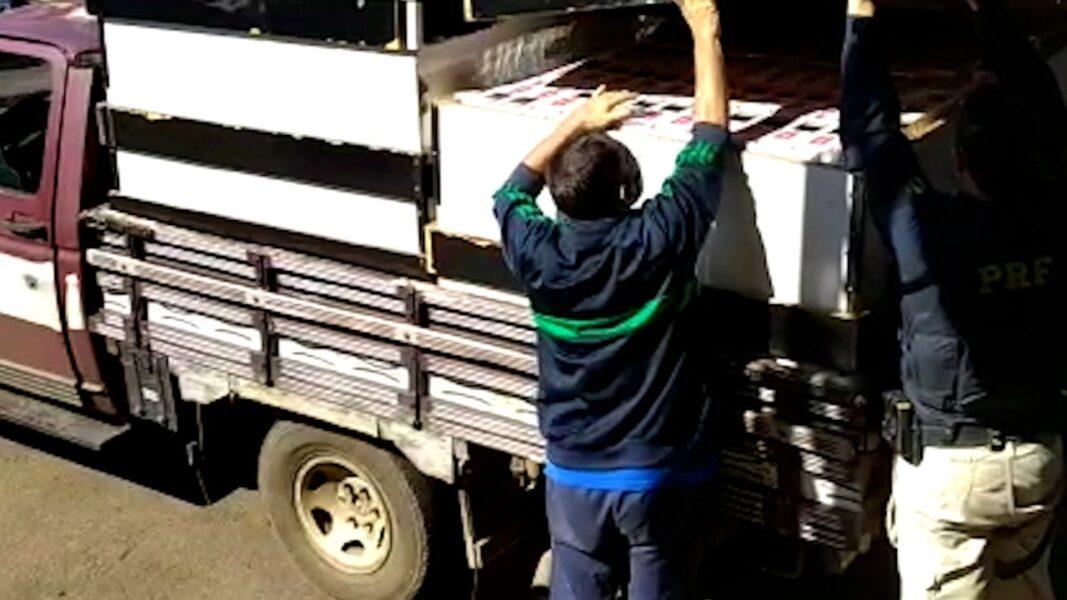 """Mesas de sinuca """"recheadas"""" de cigarros são apreendidas pela PRF, em Japira (PR)"""