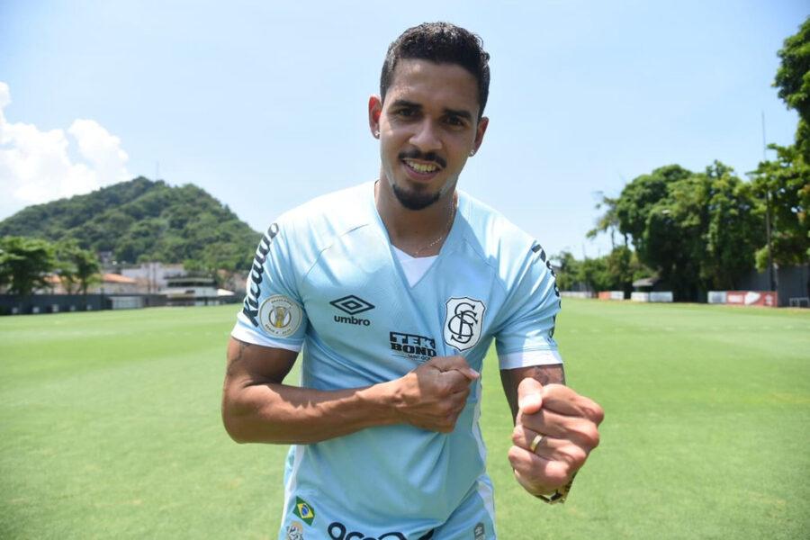 """Santos parabeniza Lucas Veríssimo por convocação à Seleção: """"Merecia há muito tempo"""""""
