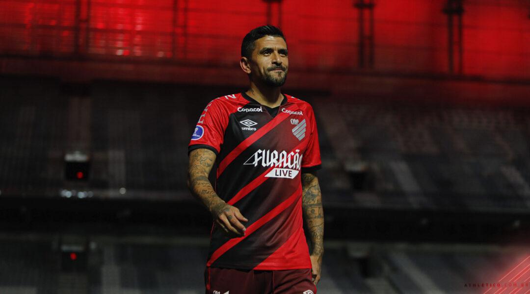 O adeus do ídolo! Lucho González se despede dos gramados e emociona a torcida do Athletico