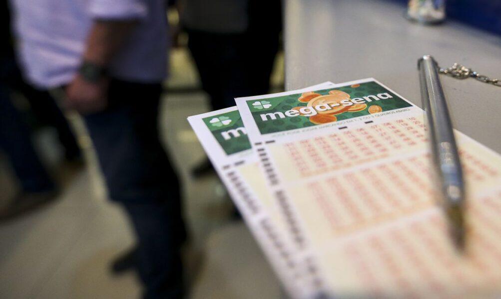 Mega-Sena deste sábado (15) tem prêmio estimado em R$ 33 milhões; veja as dezenas sorteadas