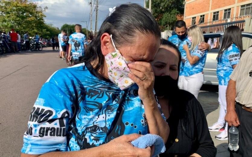 """""""Ele merece pagar como qualquer criminoso"""", diz família de motoboy atropelado por PM"""