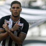 Recuperado de lesão, Navarro valoriza 'teste' contra o Vasco