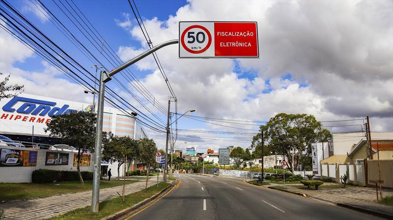 Novos radares serão ligados em três ruas, nesta quarta (5), em Curitiba