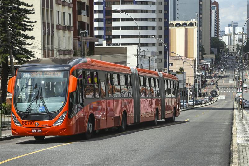 Bandeira vermelha: ônibus de Curitiba circulam com no máximo 50% da capacidade