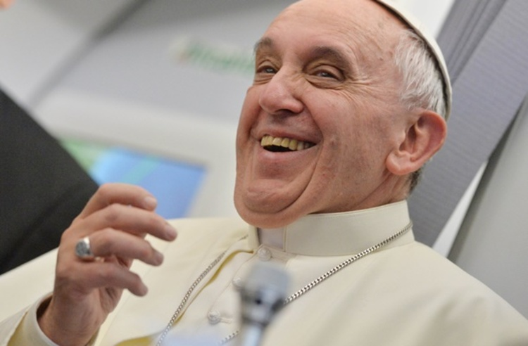"""""""Não tem salvação, é muita cachaça e pouca oração"""", brinca Papa Francisco sobre situação do Brasil"""