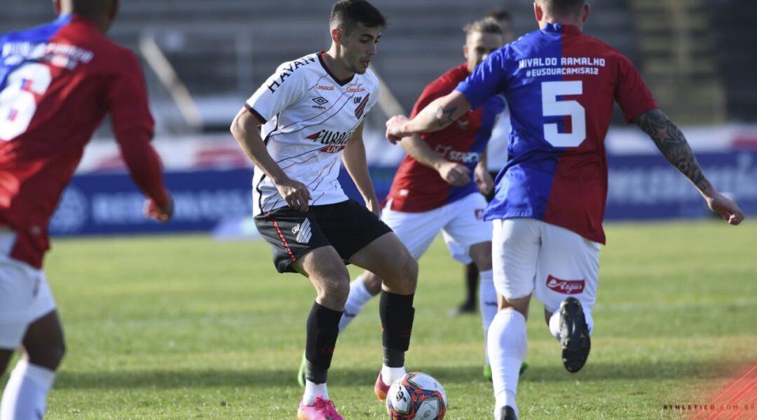 Athletico vence o clássico por 2 a 0 e constrói boa vantagem nas quartas de final