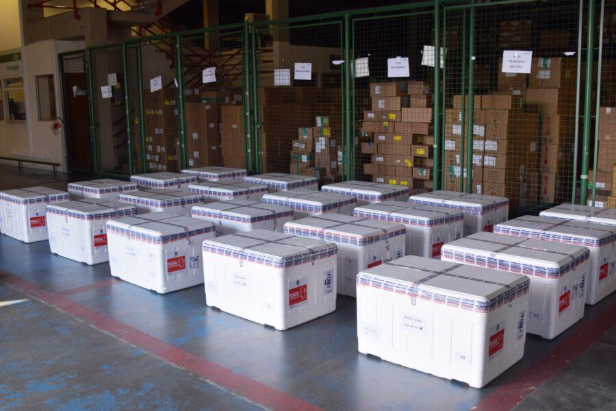 Paraná recebe 14.600 doses de vacina contra a covid-19