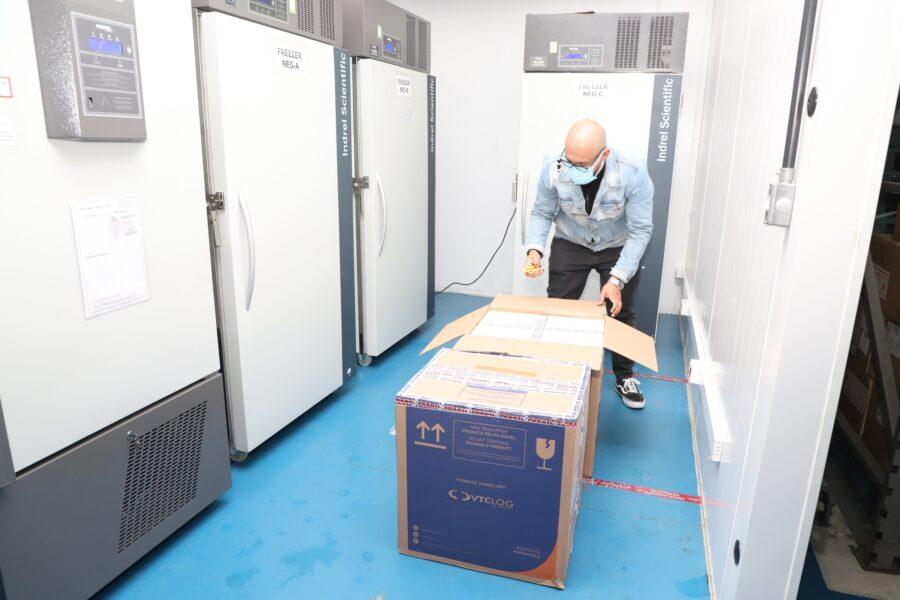 Lote com 37,4 mil vacinas da Pfizer chega ao Paraná