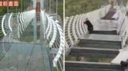 Ponte de vidro quebra e turista fica preso a 100 metros de altura