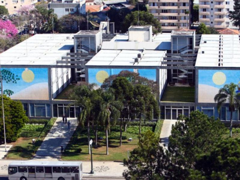 Curitiba tem melhora no cenário e fica em bandeira laranja por mais uma semana