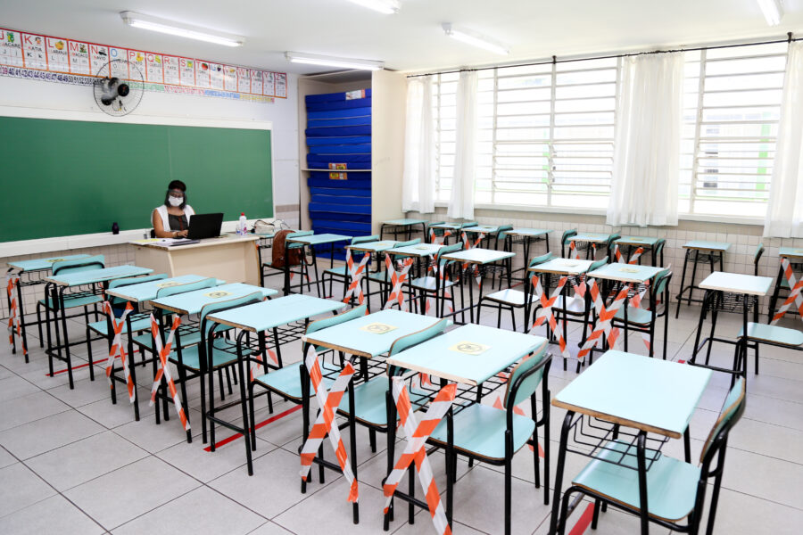 Justiça determina vacinação de professores em Maringá; prefeito diz que atenderá a decisão