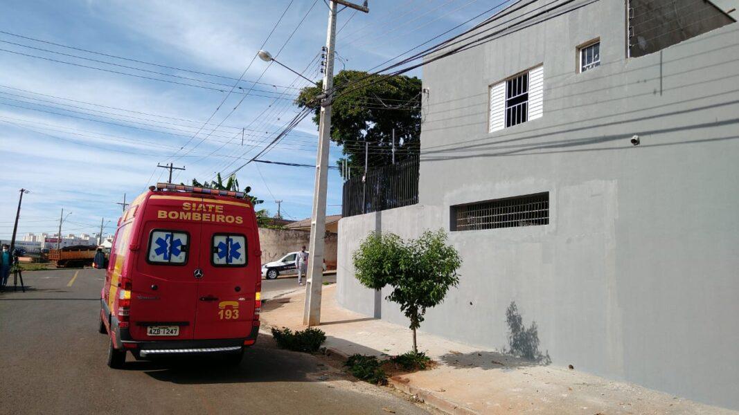 Pintor morre após cair de quase 7 metros durante serviço, em Londrina