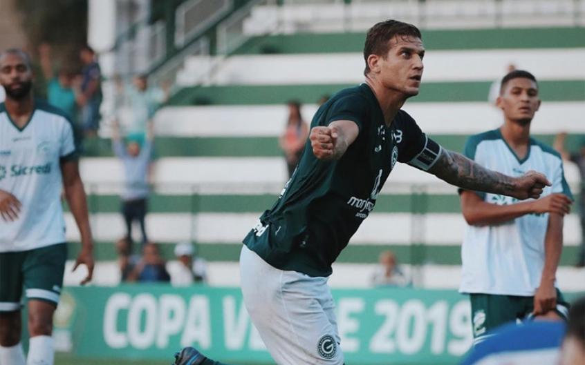 Botafogo se acerta com atacante Rafael Moura, recentemente no Goiás