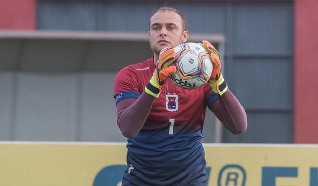 Paraná rescinde contrato com goleiro Renan e prepara a saída de mais jogadores