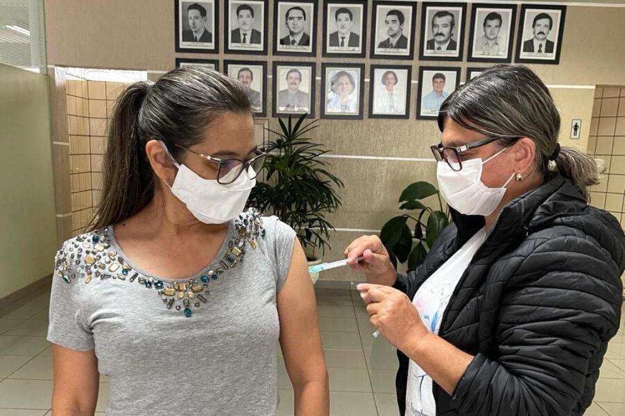 Mais de 30 mil profissionais da educação foram vacinados contra covid-19, no Paraná