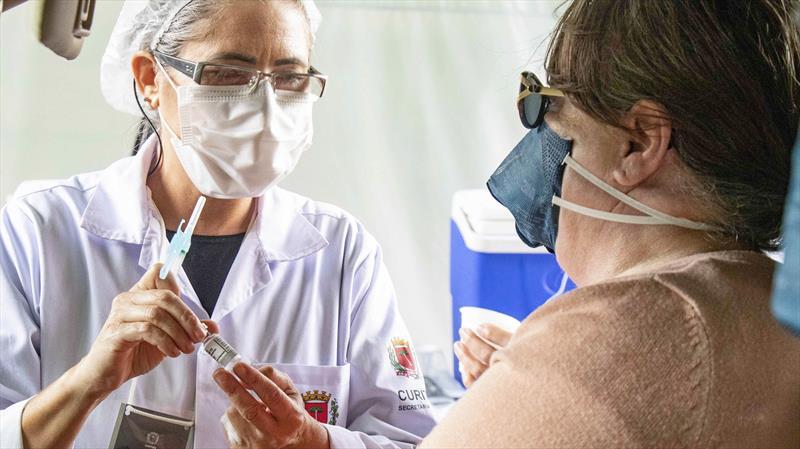 Covid-19: Curitiba adia o início da vacinação de gestantes e puérperas