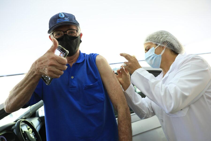 Curitiba inclui pessoas que farão 60 anos até 30 de junho de 2021 para vacinação