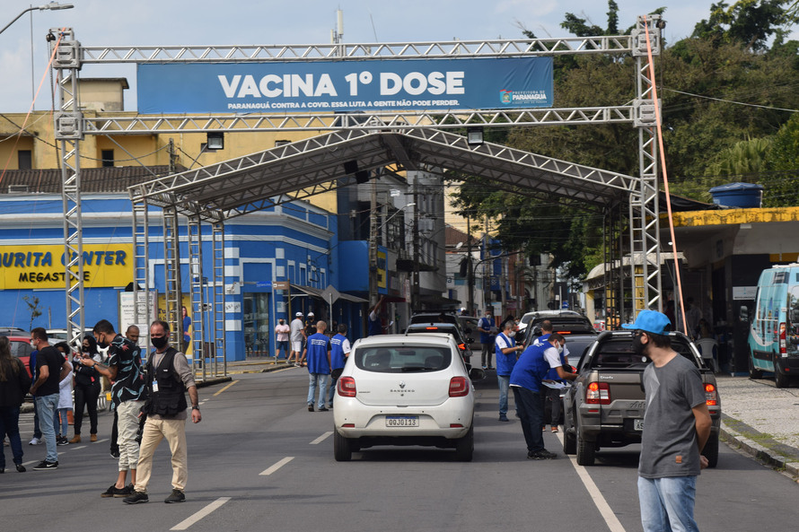 Paraná começa vacinação contra a covid-19 para trabalhadores portuários