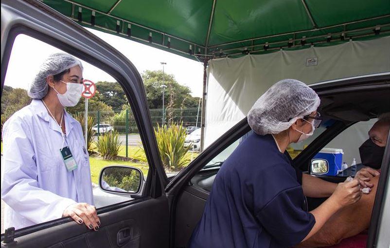Curitiba retoma aplicação da 1ª dose contra covid-19; veja calendário até quarta-feira (5)