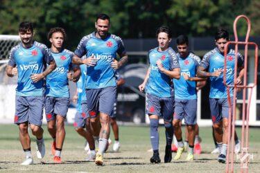 Em busca de adaptação, Vasco programa treino de manhã de olho no Botafogo