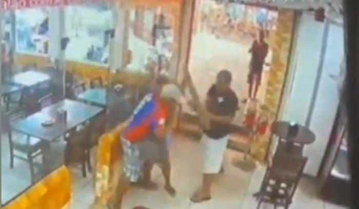VÍDEO: Homem leva mais de 20 facadas em restaurante