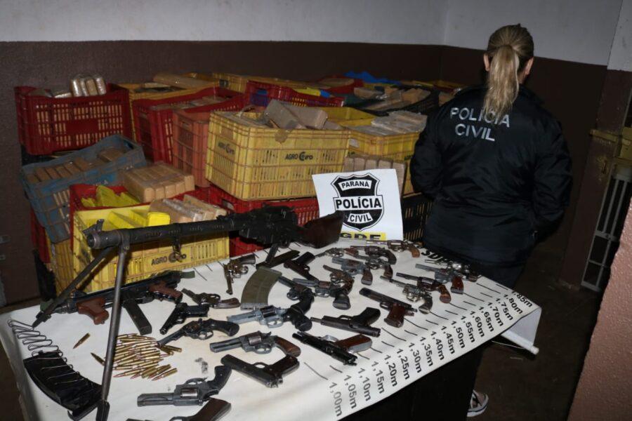 Submetralhadora e fuzil são apreendidos pela Polícia Civil de Foz do Iguaçu