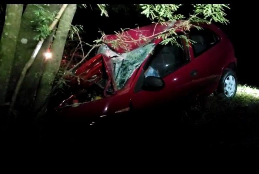 Homem morre após bater veículo contra árvore na PR-281, em Santa Izabel do Oeste