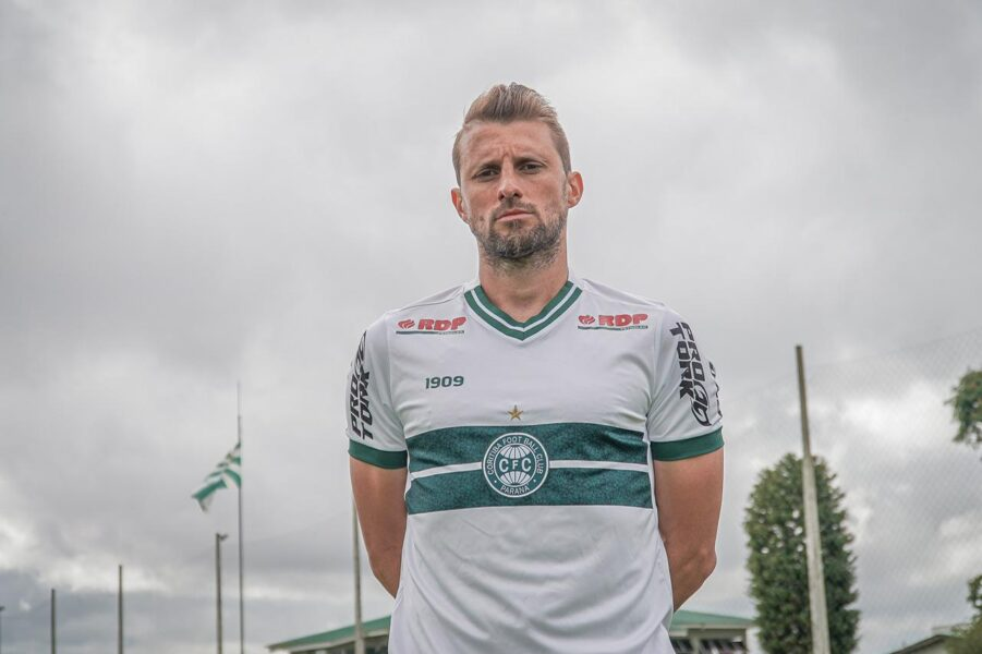 Zagueiro Henrique testa positivo para covid-19 e será desfalque para o Coritiba