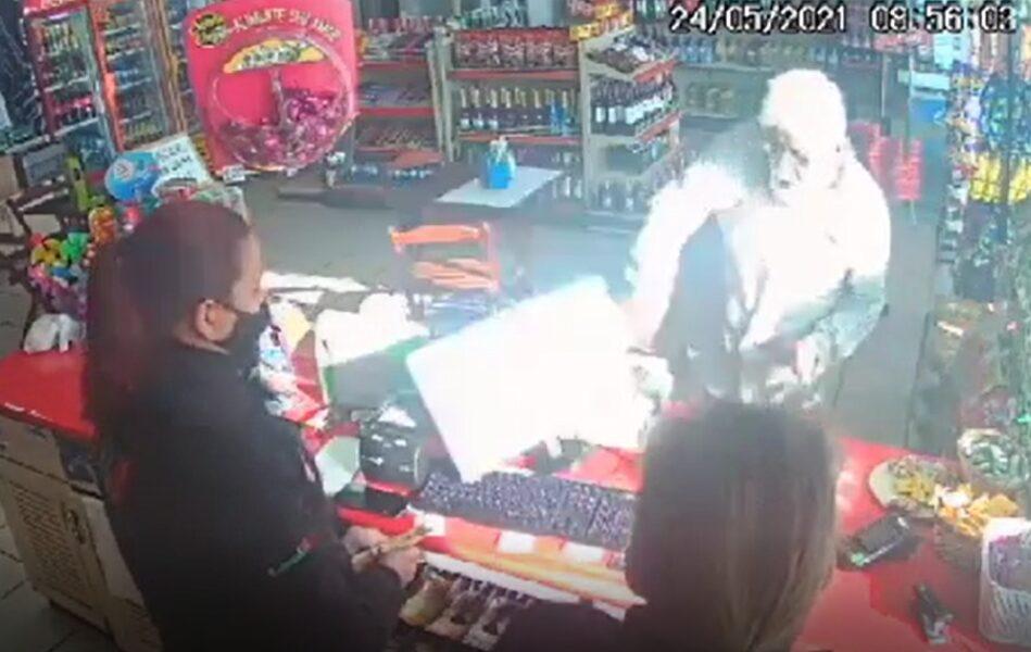 Cliente causa confusão em posto ao recusar usar máscara, em Campo Largo; vídeo