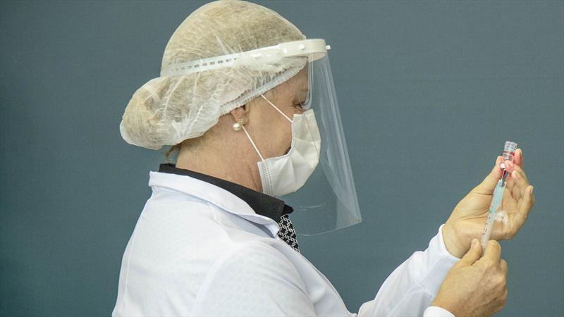 Curitiba amplia vacinação contra Covid-19 para professores de 43 anos ou mais