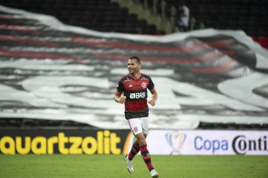 Em recuperação de lesão, Thiago Maia participa de treino no Flamengo