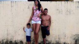 Brasileira de 2,13 metros de altura conta como é a vida com o gigantismo