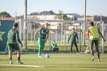 Com Henrique, Coritiba viaja para enfrentar o Flamengo em jogo decisivo
