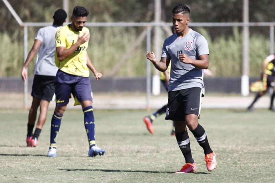 Corinthians sub-20 goleia Caldense em amistoso; jovem colombiano se destaca