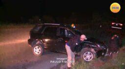 Veículo capota em curva na Rodovia dos Minérios e motorista fica ferido