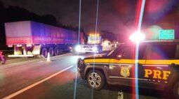 Motociclista morre em acidente com caminhões na BR-376, em São José dos Pinhais