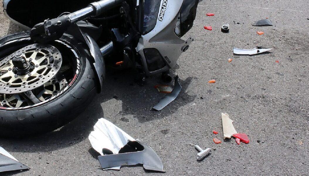 Motoboy atropela pedestre e os dois vão parar no hospital