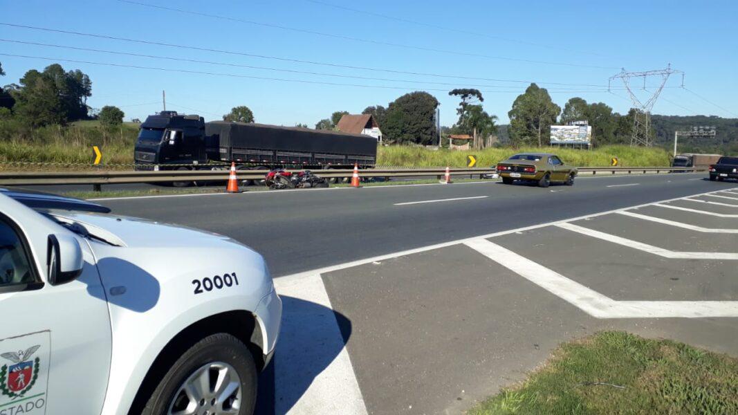 Homem vai testar moto nova na rodovia e morre ao bater em guard rail