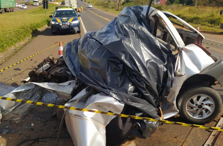 Motorista morre após bater carro de frente com carreta em Laranjeiras do Sul